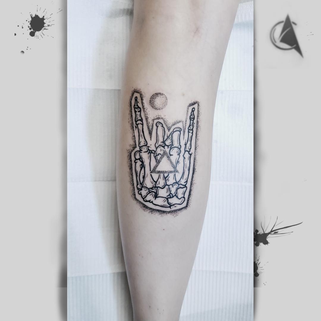 black tattoo, black art, tattoo, tatouage, black lines, studio tentation